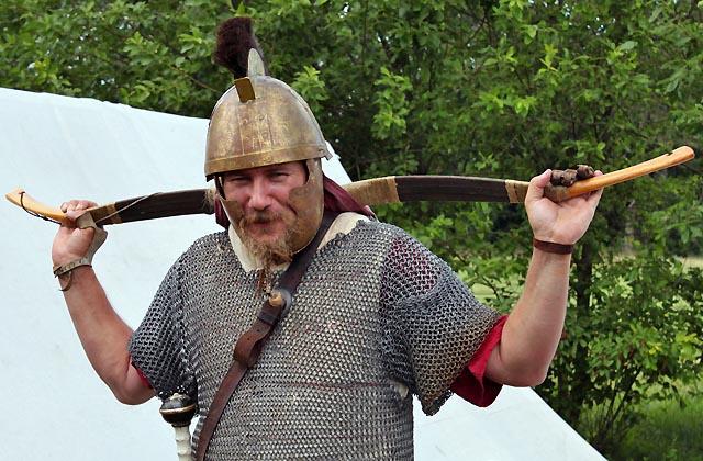 Krieger in der Antike: Metallweste und Armbrust