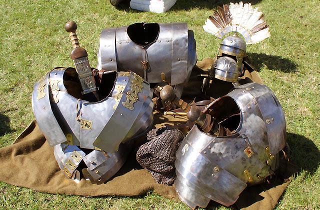 Helme, Schutzwesten - Kriegsausrüstung