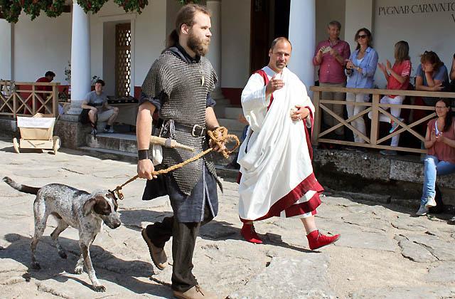 Carnuntum: Senator mit Bodyguard und Hund