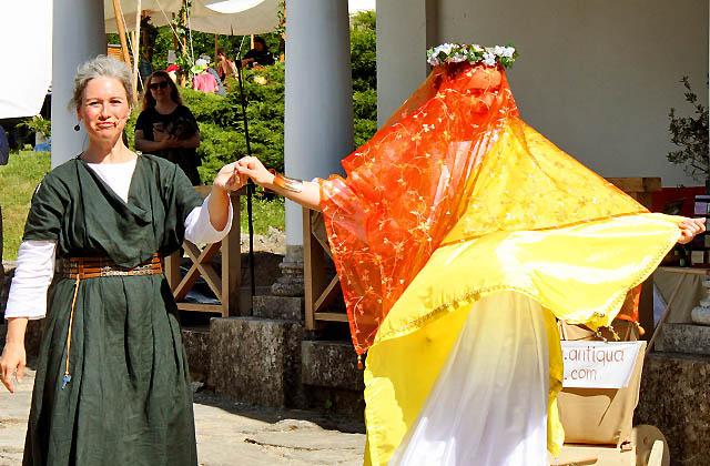 Römische Braut in der Antike: Die Tochter des Senators im Brautkleid