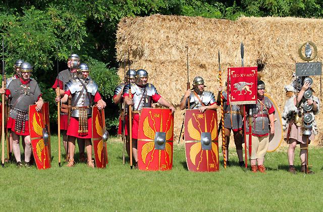 Römerfestival: Römische Legion beim Morgenappell
