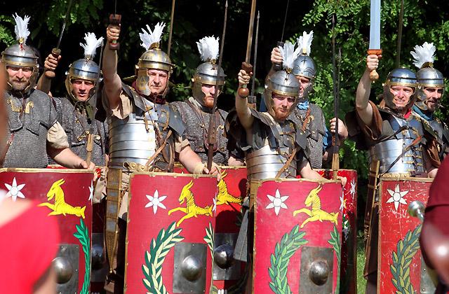 Legionäre in Kampfrüstung / Carnuntum - Römerfestival