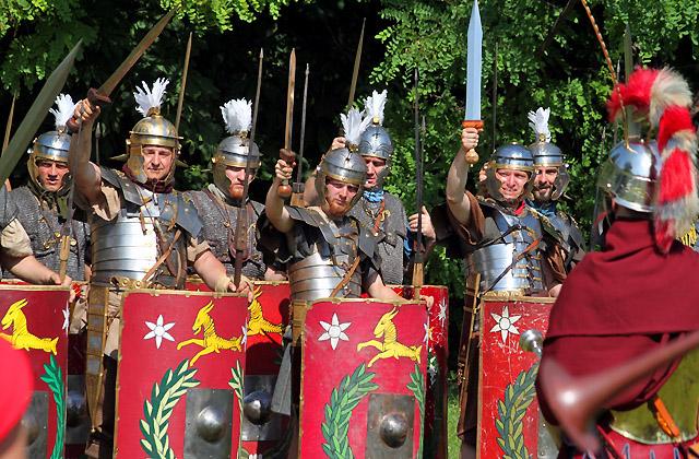 Römische Legion beim Morgenappell - Römerfestival 2018 - Carnuntum