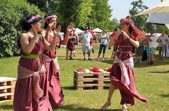 3 Römische Tänzerinnen beim Römerfestival