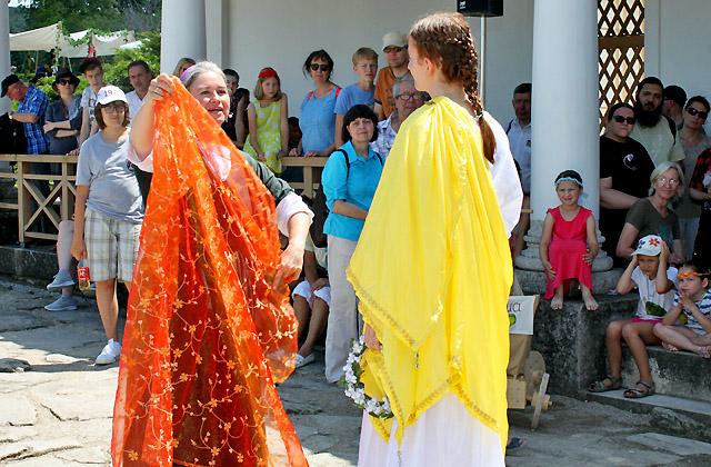 Modeschau: Präsentation des Brautkleids - Römerfestival