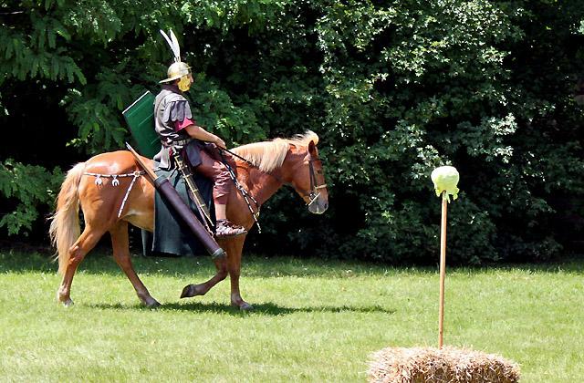 Römischer Soldat auf Pferd - Römerfestival