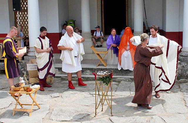 Römische Hochzeit: Opferzeremonie für das Brautpaar - Römerfestival 2018