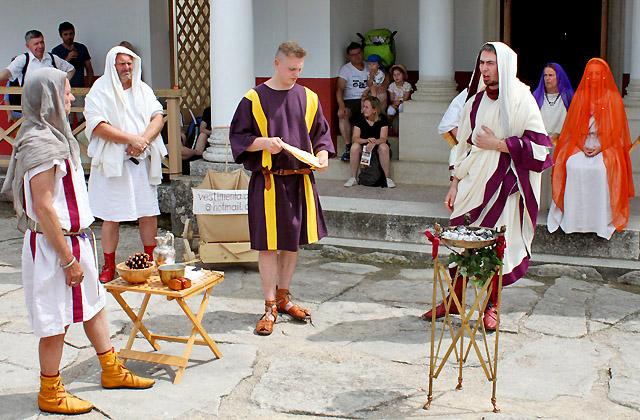 Hochzeitszeremonie - Römische Hochzeit - Opfergaben / Römerfestival Carnuntum