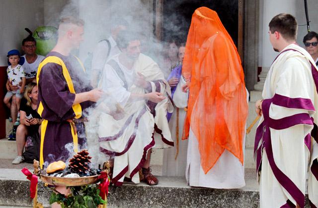 Römische Hochzeit - Ritual für das Brautpaar - Römerfestival 2018, Carnuntum