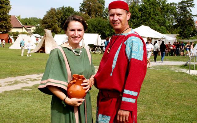 Zwei Römer in schmucken Outfit