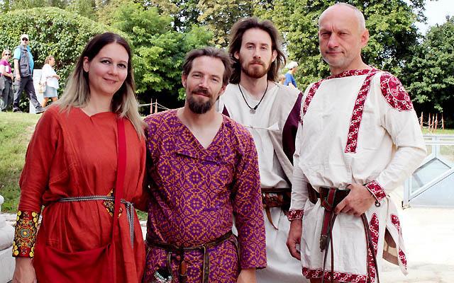 Eine Gruppe junger Römer