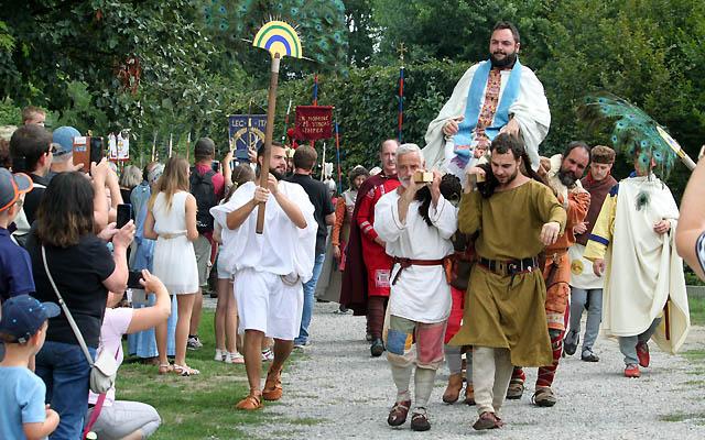 Carnuntum 333 - Szene mit dem Papst