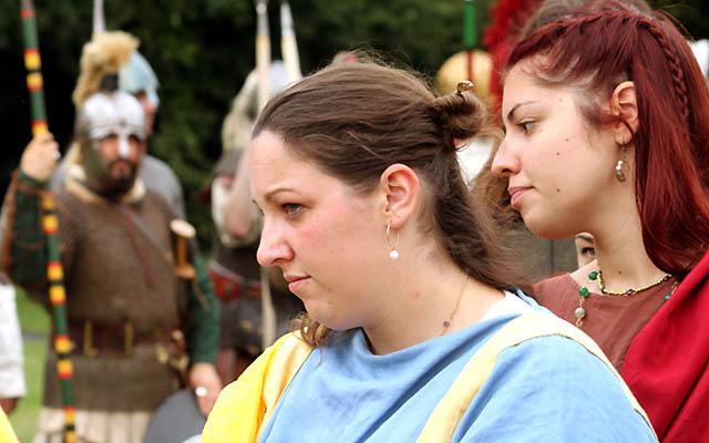 Zwei junge Römerinnen - Nahaufnahme