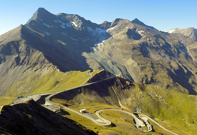 Grossglockner Hochalpenstrasse von der Edelweiss-Spitze aus - Bergpanorama