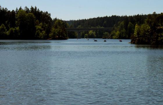Tratboote am Kamptalstausee - Synfter Tourismus im Waldviertel