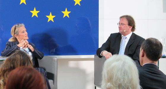 Kathrin Zechner & Benedikt Weingartner in Europa : DIALOG