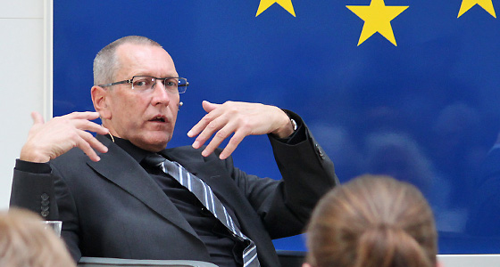 Konrad Paul Liessmann in Europa : DIALOG