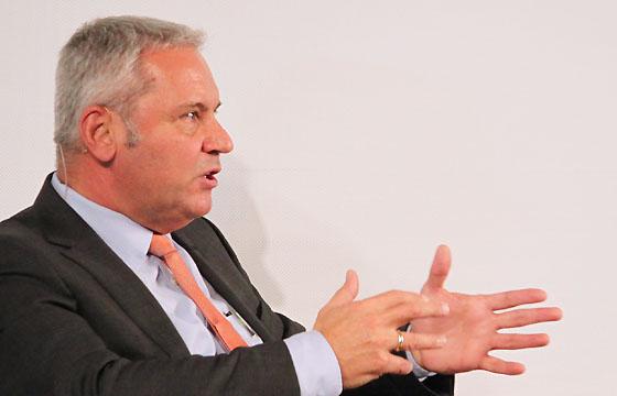 Peter Fritz - ORF Journalist. Spezialist für EU-Politik