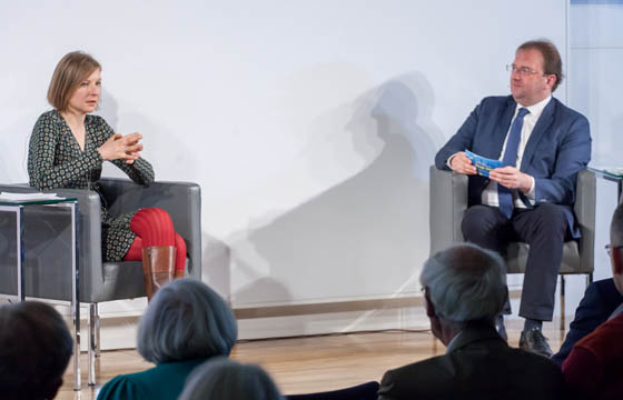 Veronika Fillitz in Europa : DIALOG mit B. Weingartner