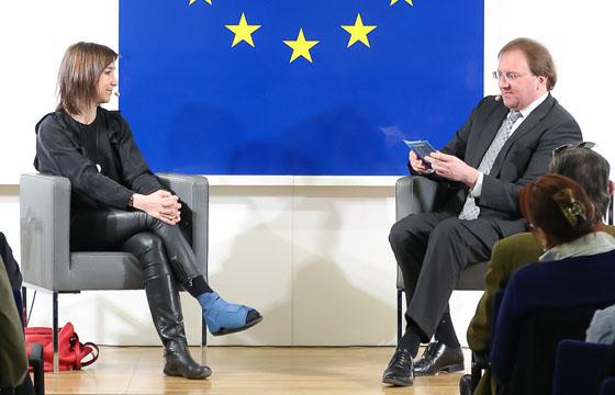 Carola Schneider & Benedikt Weingartner in Europa : DIALOG