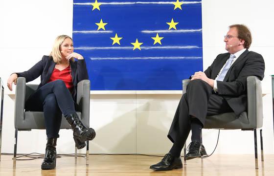 Corinna Milborn & Benedikt Weingartner in Europa : DIALOG