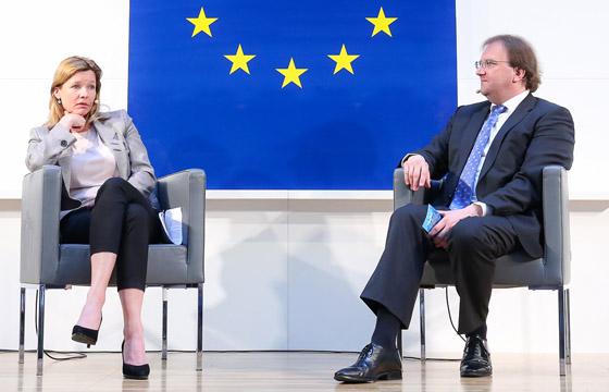 Tessa Szyszkowitz & Benedikt Weingartner in Europa : DIALOG