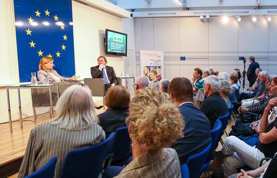Tessa Szyszowitz mit Benedikt Weingartner im Haus der EU / Wien