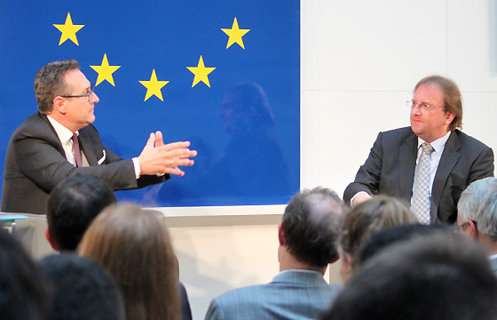 H.C. Strache und Benedikt Weingartner in Europa : DIALOG