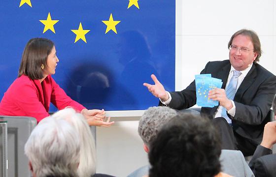 Alexandra Föderl-Schmid bei Benedikt Weingartner in Europa : DIALOG