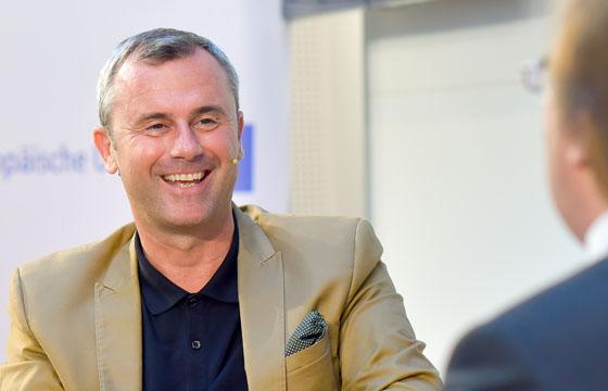 Norbert Hofer - Benedikt Weingartner in Europa : DIALOG