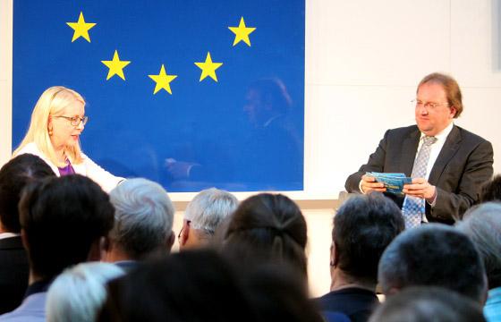 Margarete Schramböck & Benedikt Weingartner in Europa : DIALOG