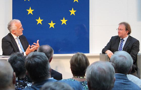 Josef Moser und Benedikt Weingartner in Europa : DIALOG