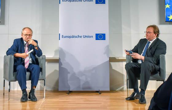 Karl Aiginger, Querdenker und Benedikt Weingartner in Europa : DIALOG