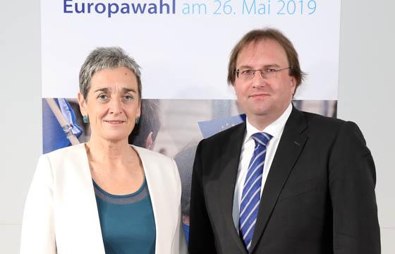 Ulrike Lunacek und Benedikt Weingartner im Haus der EU