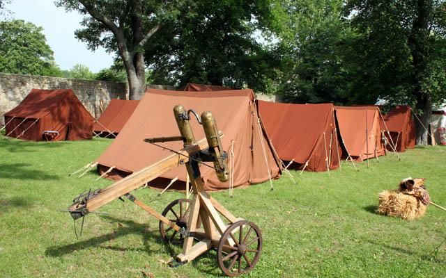 Antikes Kriegsgerät in der Römersiedlung