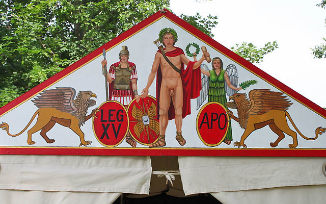 Ornamente an einem Zelt in Carnuntum