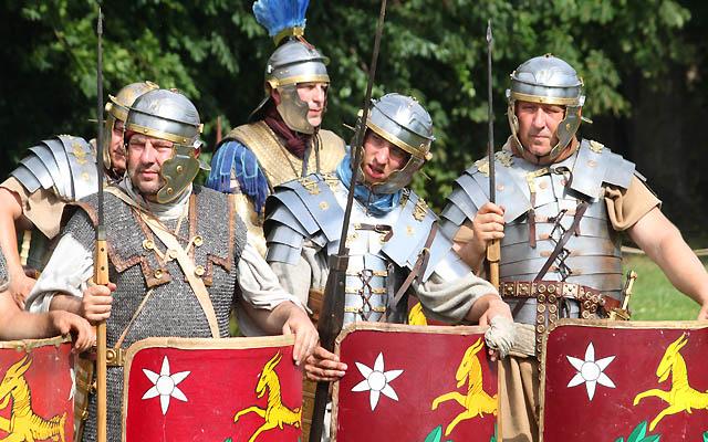 Legionärer in Kampfausrüstung