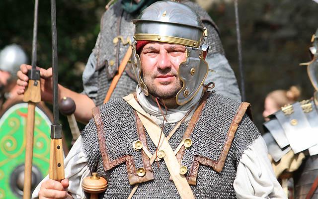 Römischer Soldat in voller Montur