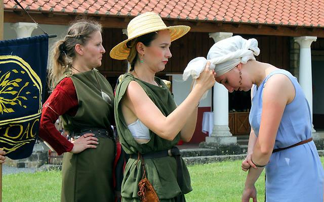 Frauen in der Antike: Alles muss passen!