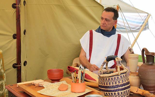 Hochrangiger römischer Beamter in seinem Zelt