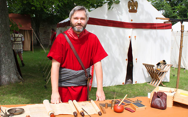 Römischer Gelehrter in rotem Gewand