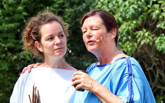 Zwei römische Frauen im Dialog - Die Frauen von Carnuntum