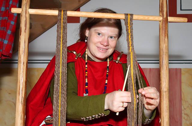 Römische Handwerk: Römische Frau am Webstuhl