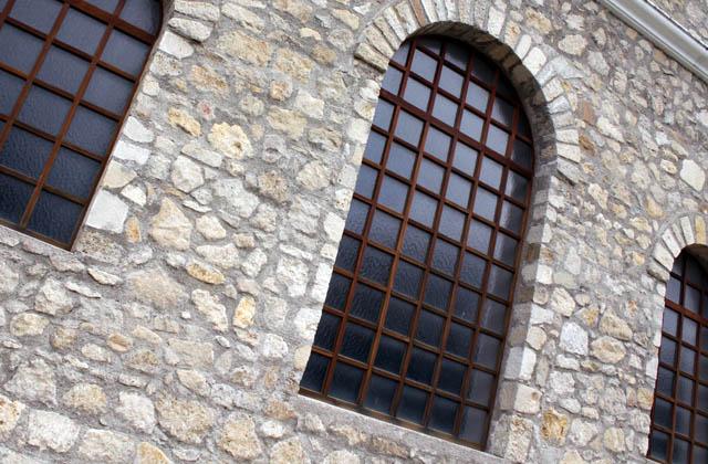 Steinfassade der Römertherme in Carnuntum