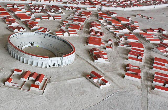 Modell der Römersiedlung Carnuntum mit der Arena
