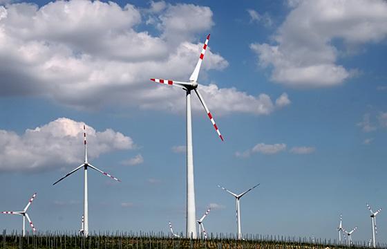 Windräder einer Windkraftanlage, Burgenland - AT