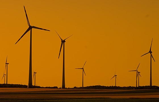 Silhouette eines Windparks - Burgenland