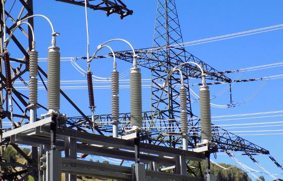 Umspannwerk Kaprun - Stromversorgung, Stromleitung, Isolatoren