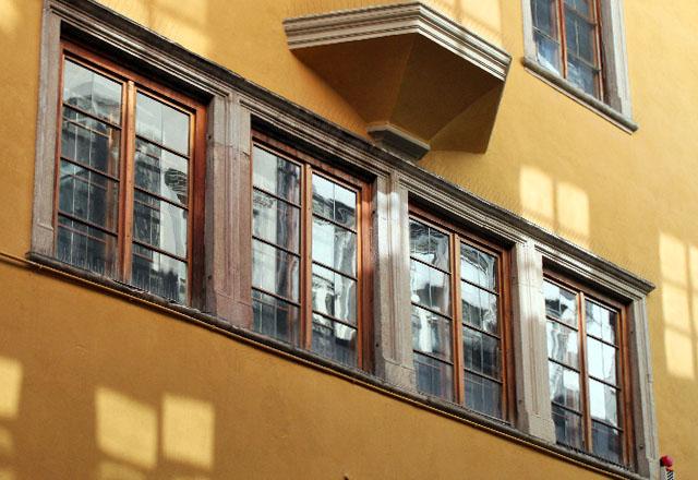 Die romantische Altstadt von Bozen: Enge Gassen, pastellfarbene Häuser