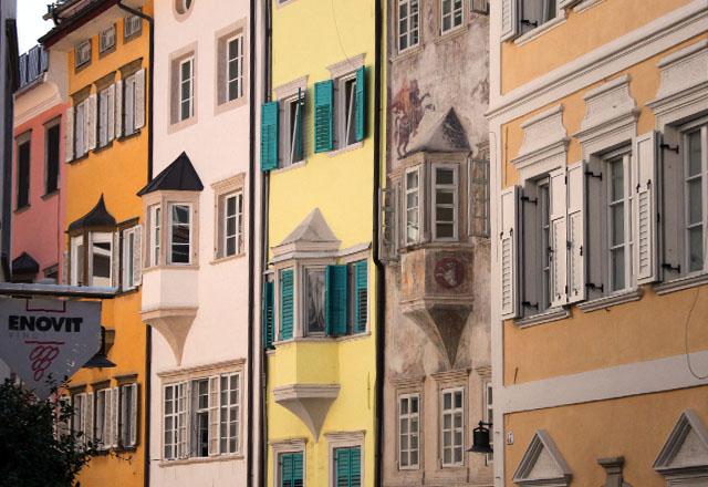 Bozen - Altstadt - pastellfarbene Häuser